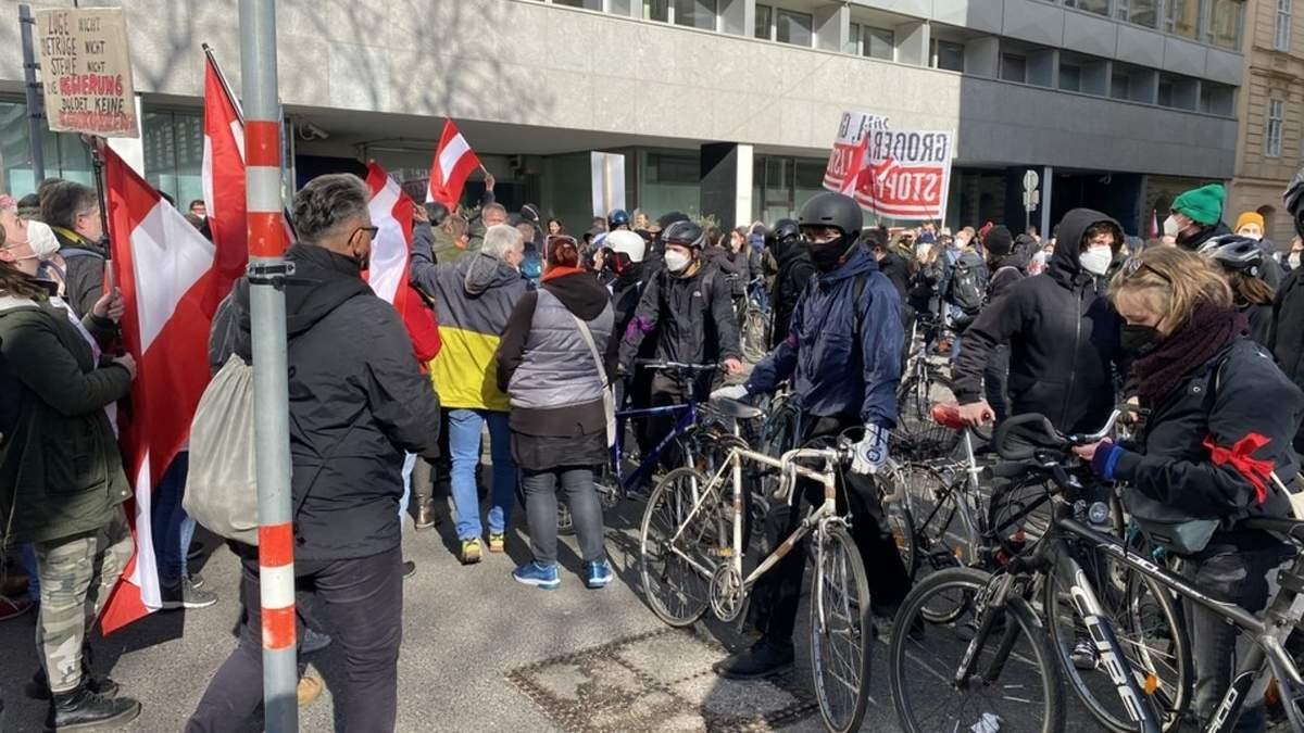 У Відні люди вийшли на масові антикарантинні протести: відео