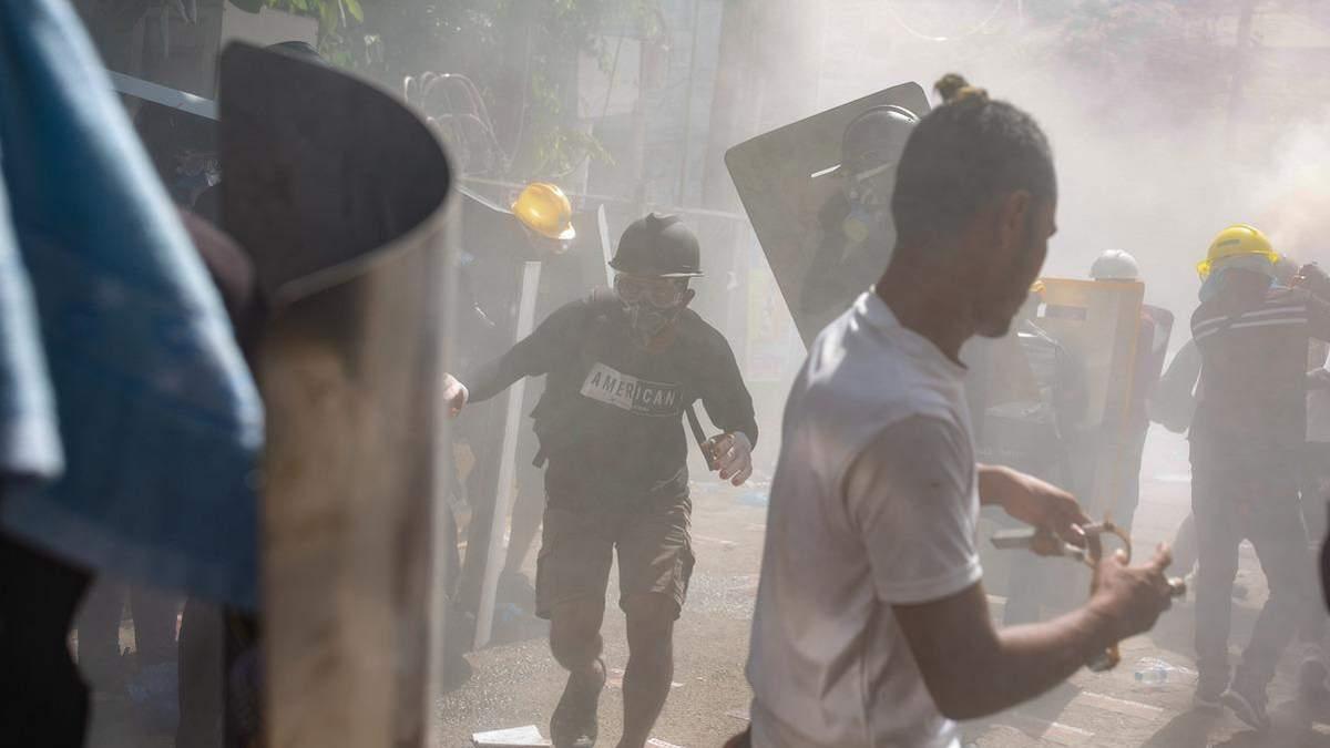 Число жертв на протестах в Мьянме превысило полсотни