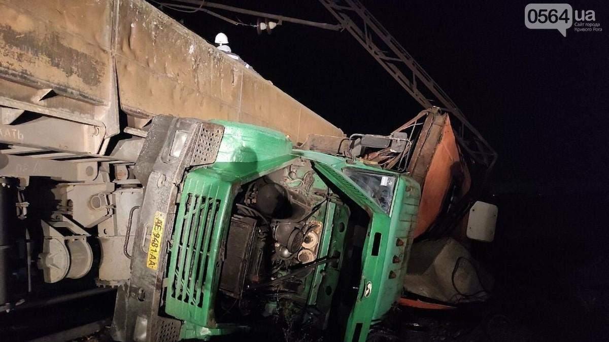 Грузовик с людьми и поезд столкнулись в Кривом Роге, есть пострадавшие