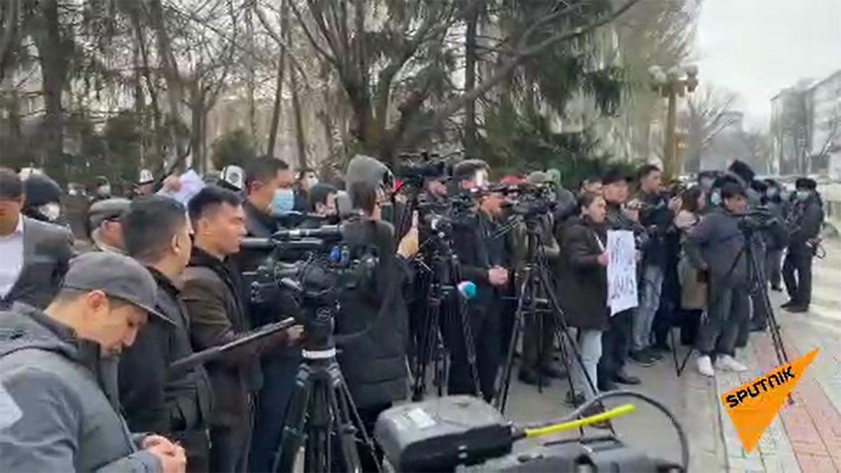 В Кыргызстане вспыхнули новые протесты из-за изменений в Конституции