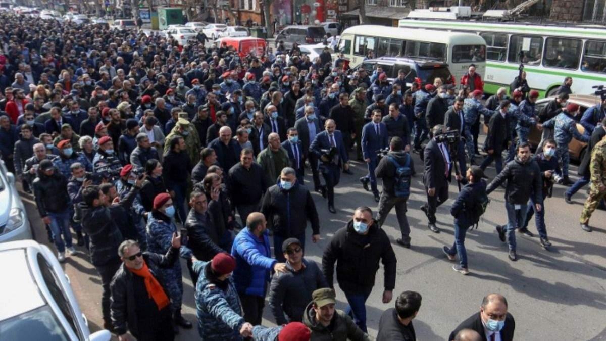 У Єревані – загострення протестів: заблокували вхід до парламенту