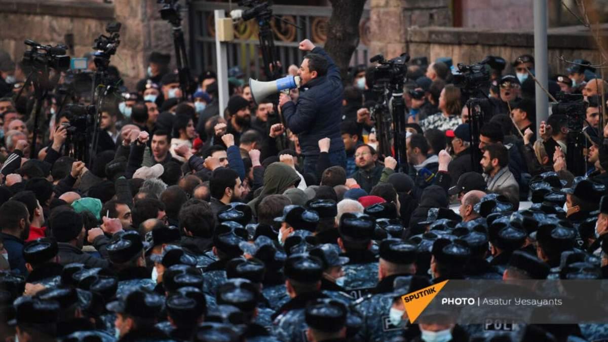 Опозиція Вірменії оголосила страйк і вимагає відставки Пашиняна