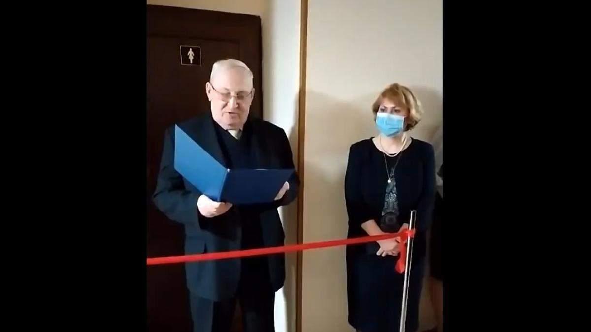 В Киеве в университете на 8 марта торжественно открыли женский туалет