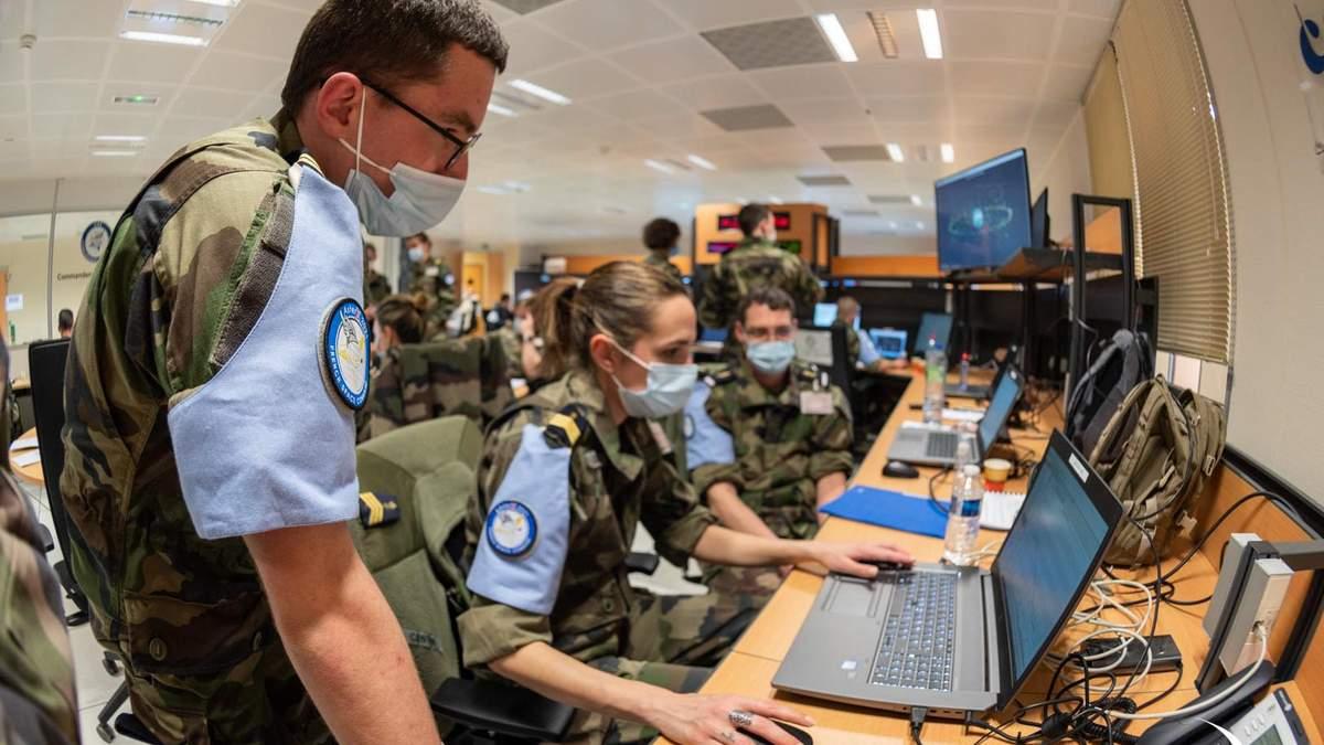 Франция проводит первые в Европе военные космические обучение