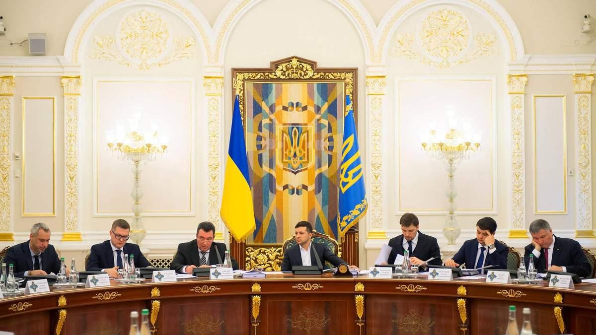 Данилов анонсировал санкции против нардепов и олигархов
