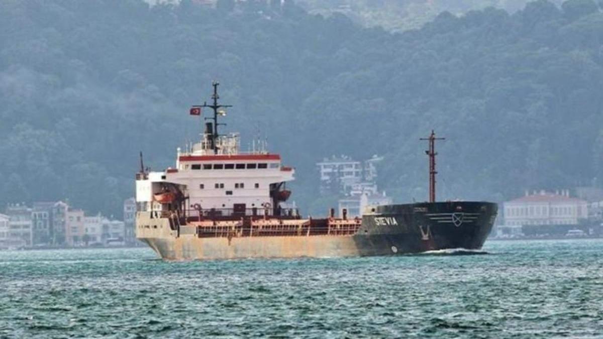 У Нигерии пираты напали на судно с украинцами: 15 моряков захватили