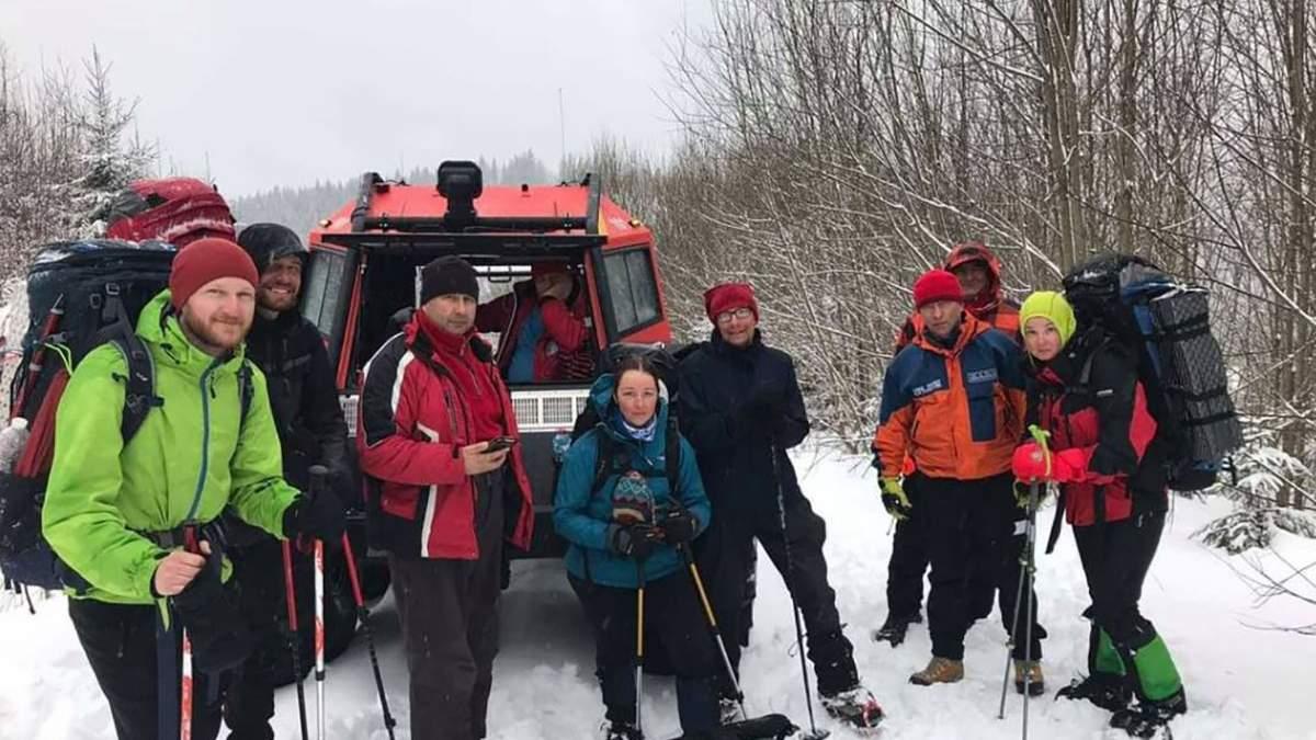 Спасатели нашли в Карпатах группу туристов – фото