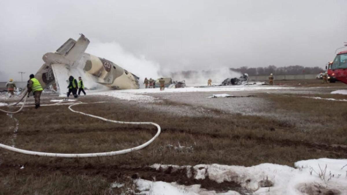В Казахстане разбился военный самолет: есть погибшие - видео