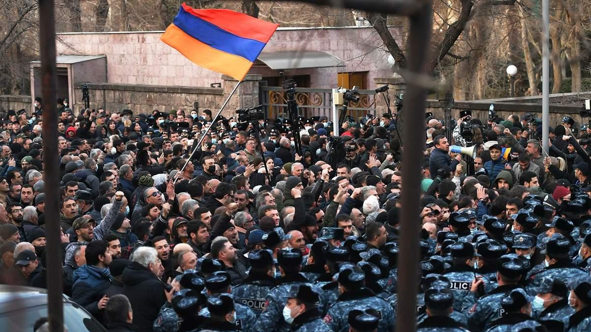 Криза у Вірменії: Пашинян зустрівся з президентом Саркісяном – у Єревані сталися сутички