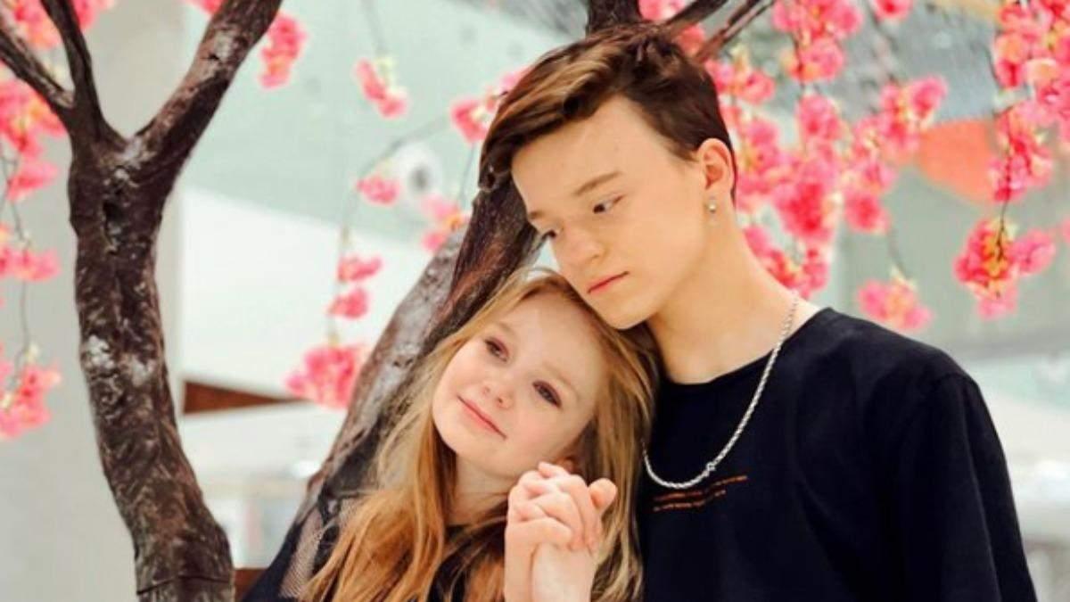 Відверті обійми та поцілунки: 8-річна модель зустрічається з 13-річним