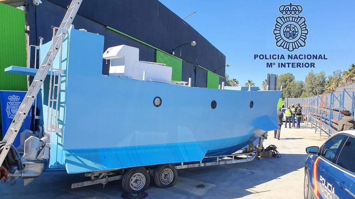 В Іспанії у саморобному підводному човні знайшли 22 тонни наркотиків