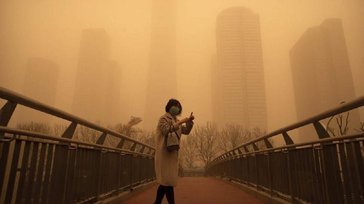 Китай накрила найсильніша піщана буря за 10 років: фото, відео