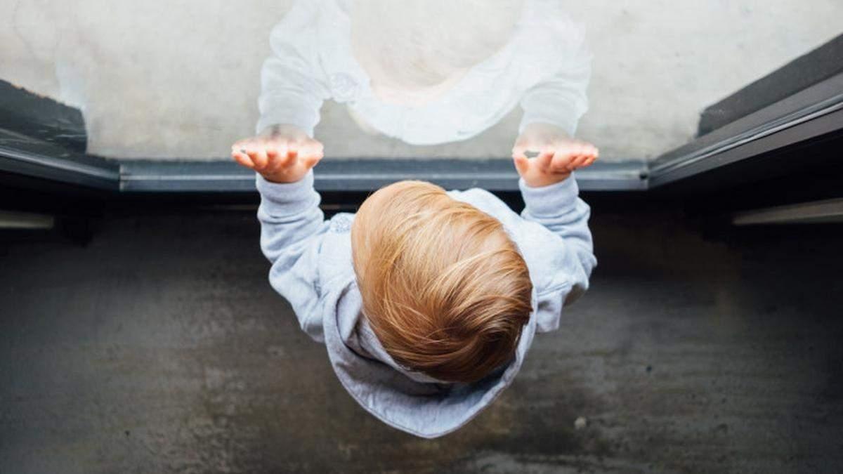 На Донеччині через падіння з висоти загинув 7-річний хлопчик