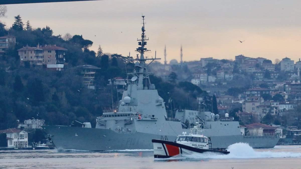 В Черное море вошел испанский фрегат: за ним шёл российский корабль