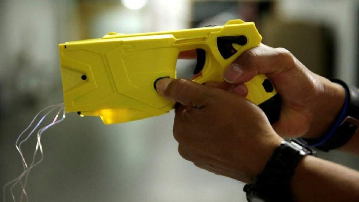 Поліція закупила шокерів на 33 мільйони, а законопроєкт забракували