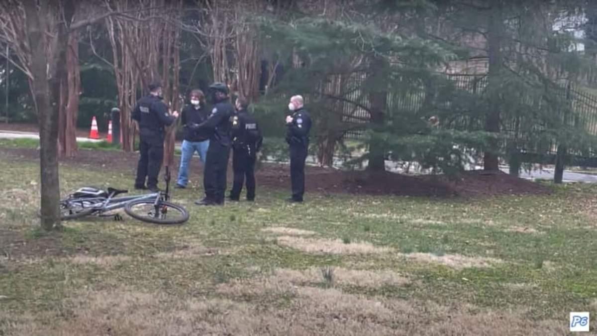 Біля резиденції Камали Гарріс затримали чоловіка з гвинтівкою