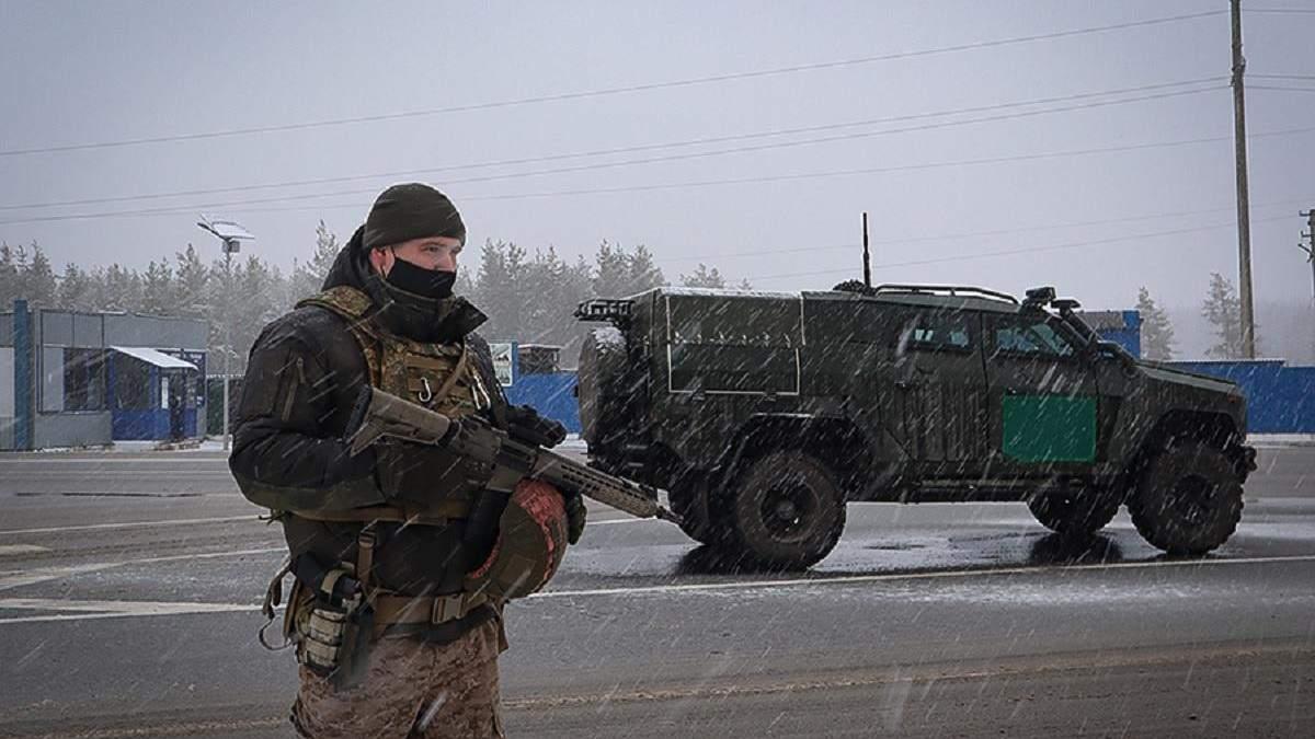 У Щасті військові і бронеавтомобілі: там профілактичне відпрацювання