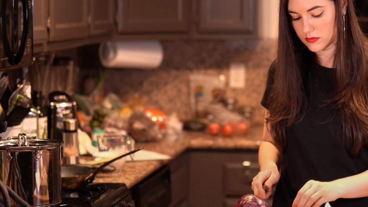 Саша Грей приготувала борщ і спровокувала новий скандал: відео