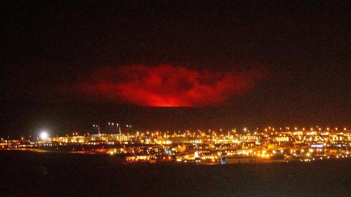 В Исландии началось извержение вулкана Фаградалсфьяль: фото, видео