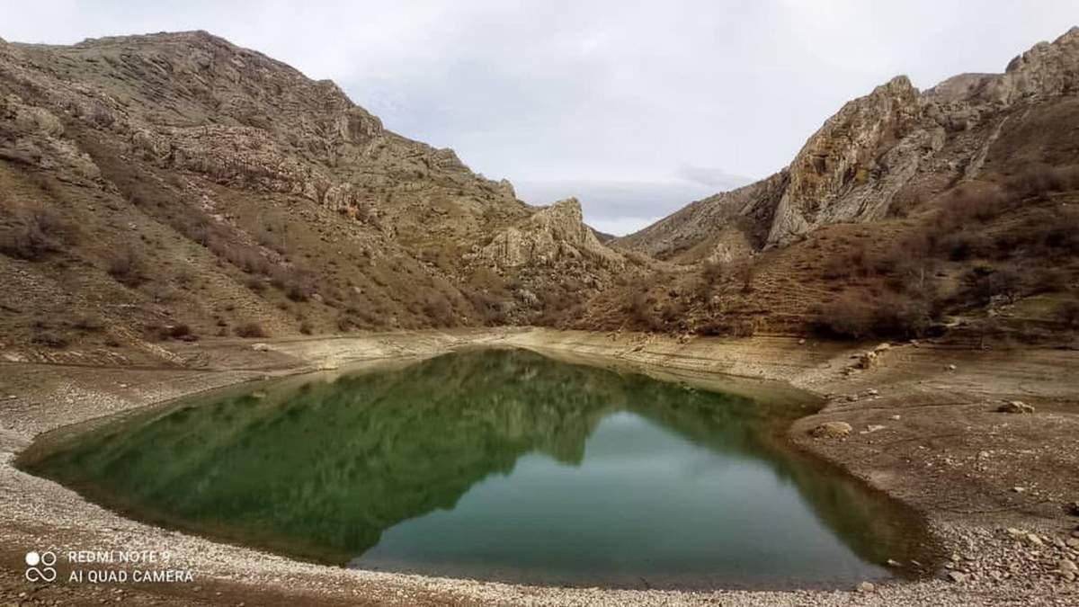 Смарагдове озеро Панагія у Криму перетворилося в калюжу: фото