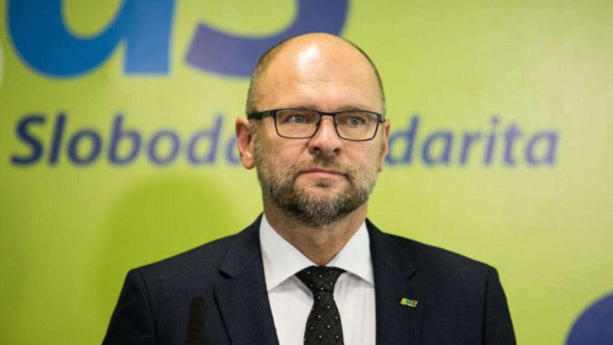 Вице-премьер Словакии подал в отставку из-за Спутника V