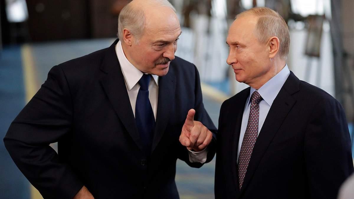 Лукашенко у власти только через поддержку Путина, - Калиновский