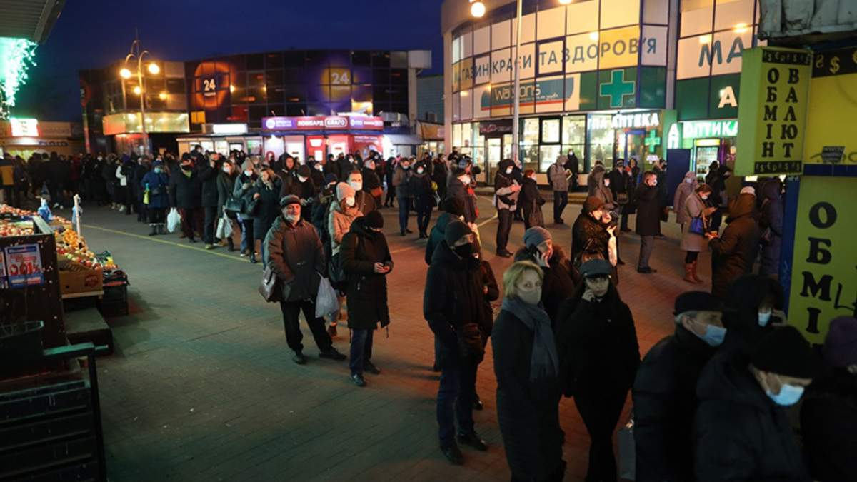 Величезні черги на маршрутки у Києві під час локдауну: фото