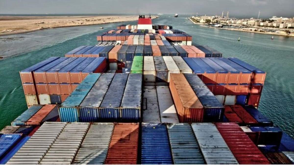 Из-за аварии судна в Суэцком канале очередь растянулась в Индию