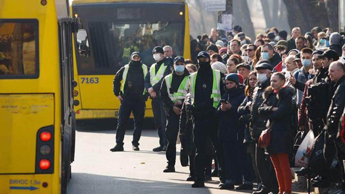 В КМДА знайшли винних у великих чергах на зупинках - Київ