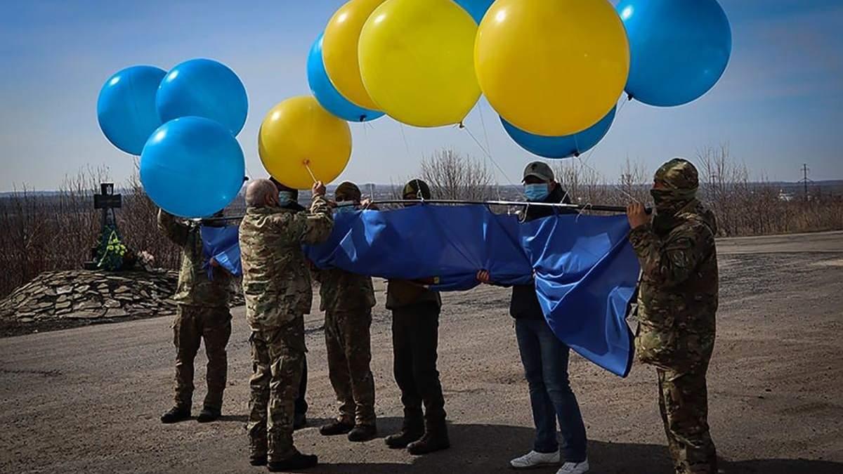 Військові запустили прапор Нацгвардії над Донеччиною