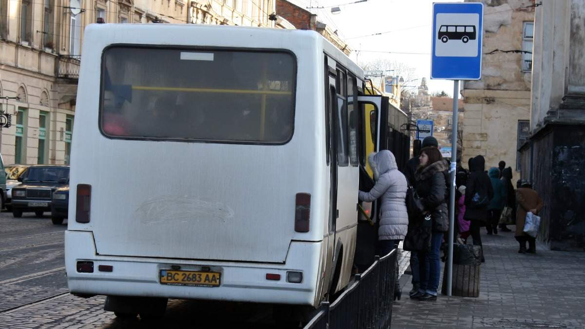 Во Львове в общественный транспорт будут пускать только по пропускам