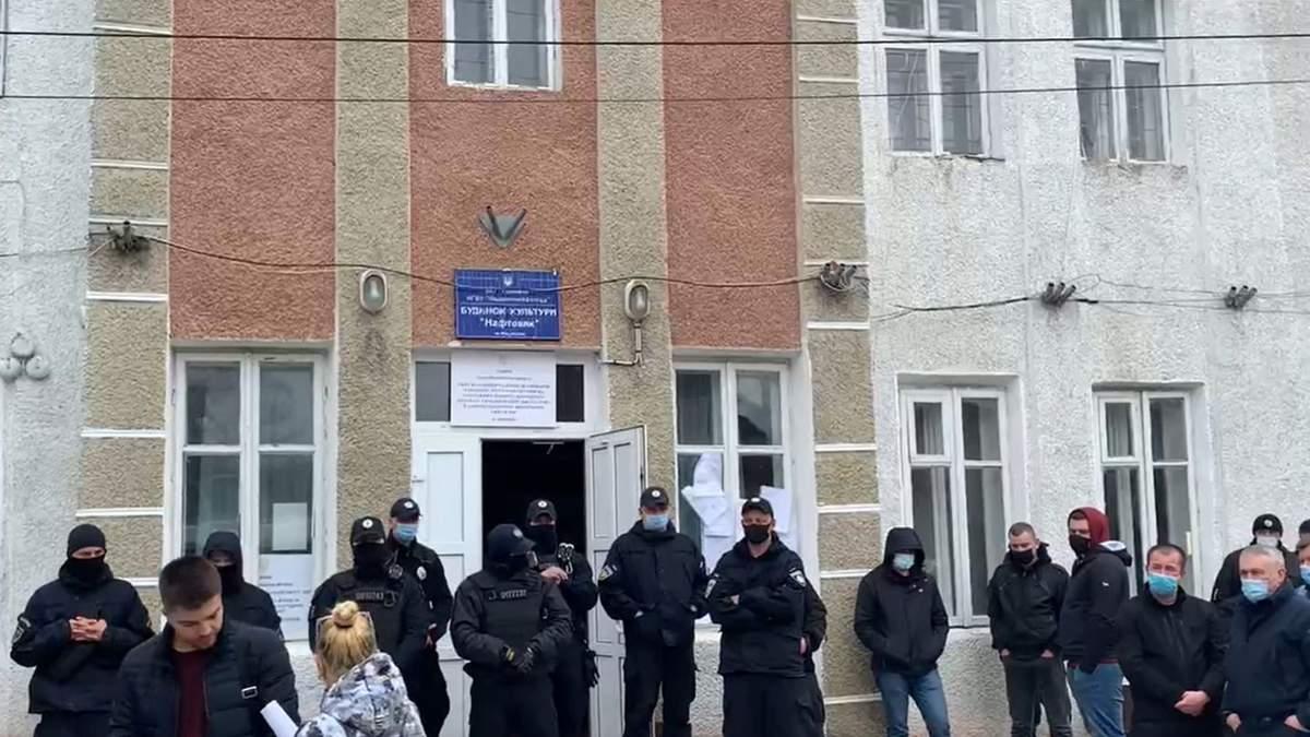 На Прикарпатье на участке №87 не могут подсчитать голоса: видео
