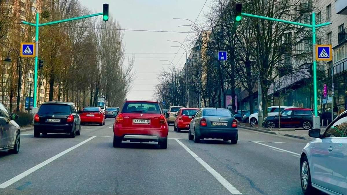 У Києві з'явився перший світлофор зі світлодіодними модулями