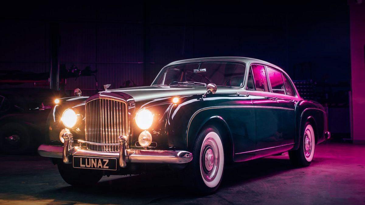 Британская компания превратила классический Bentley на электрокар фото