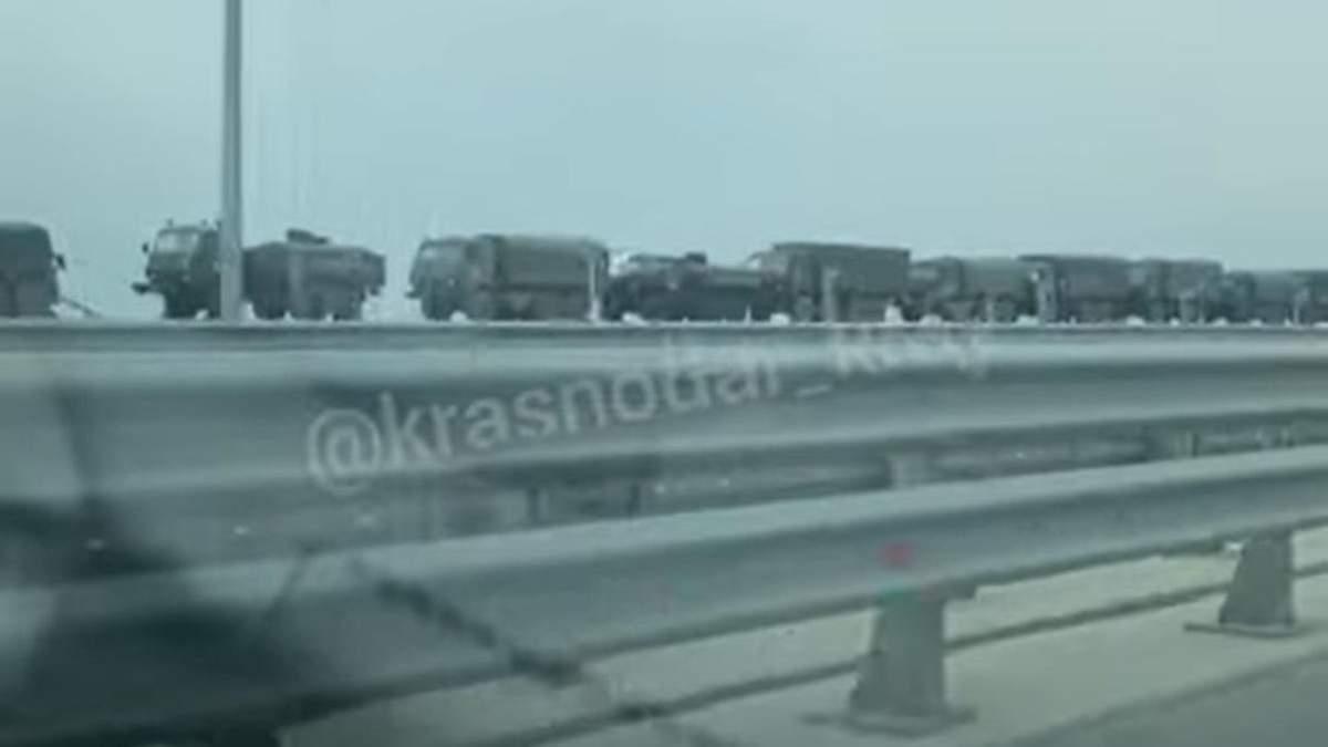 Россия стягивает в Крым военную технику: видео