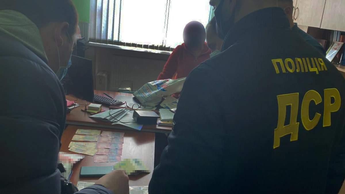 В Бердянске поймали на взятке декана вуза: фото