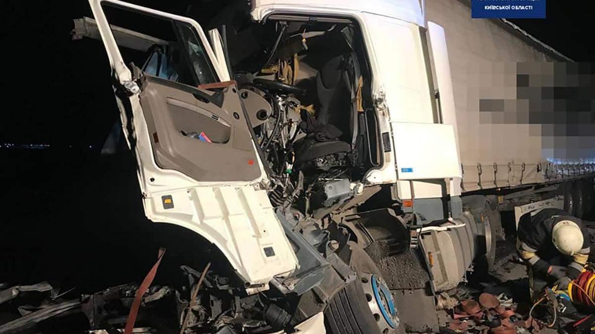 ДТП с 3 грузовиками на трассе Киев - Харьков: детали
