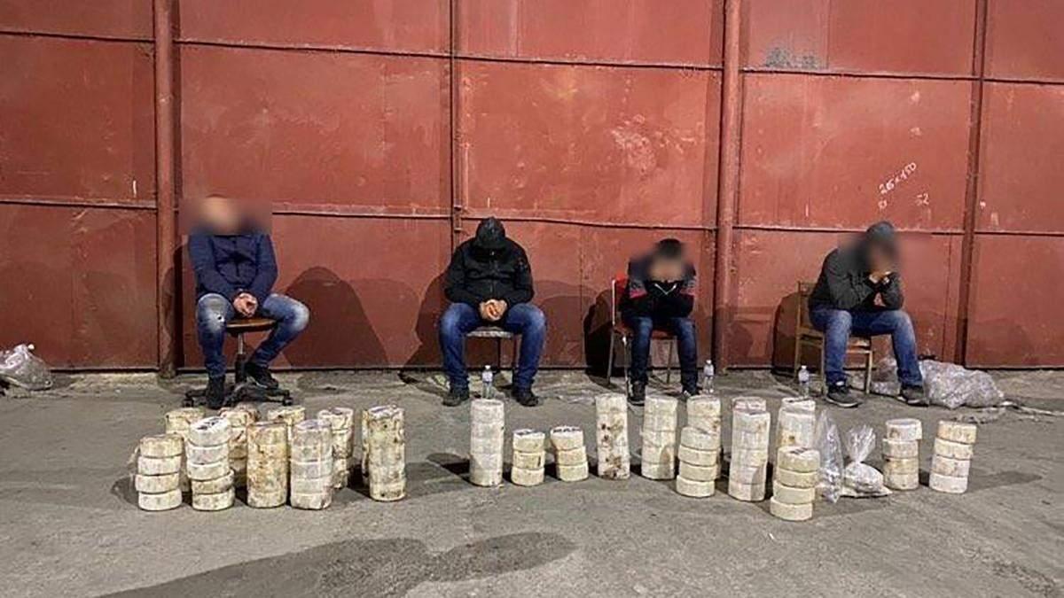 До суду відправили справу про 80 кілограмів кокаїну в трубах: фото