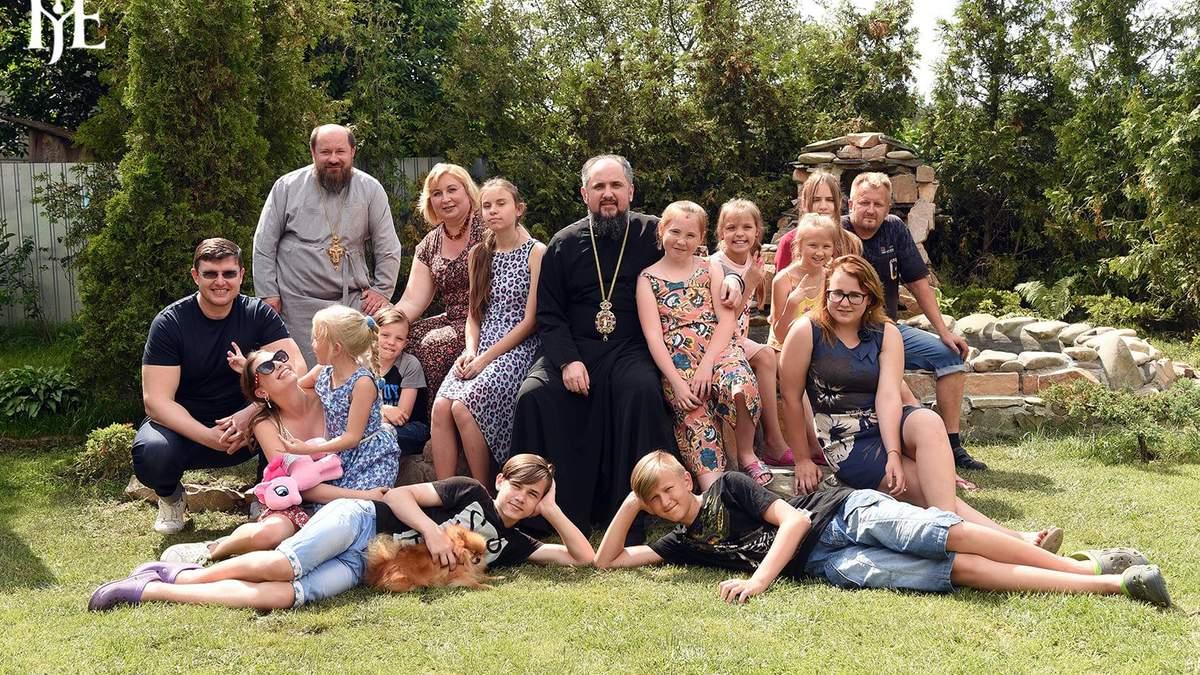 Церква взяла під опіку 13 дітей із дитбудинку Родікових