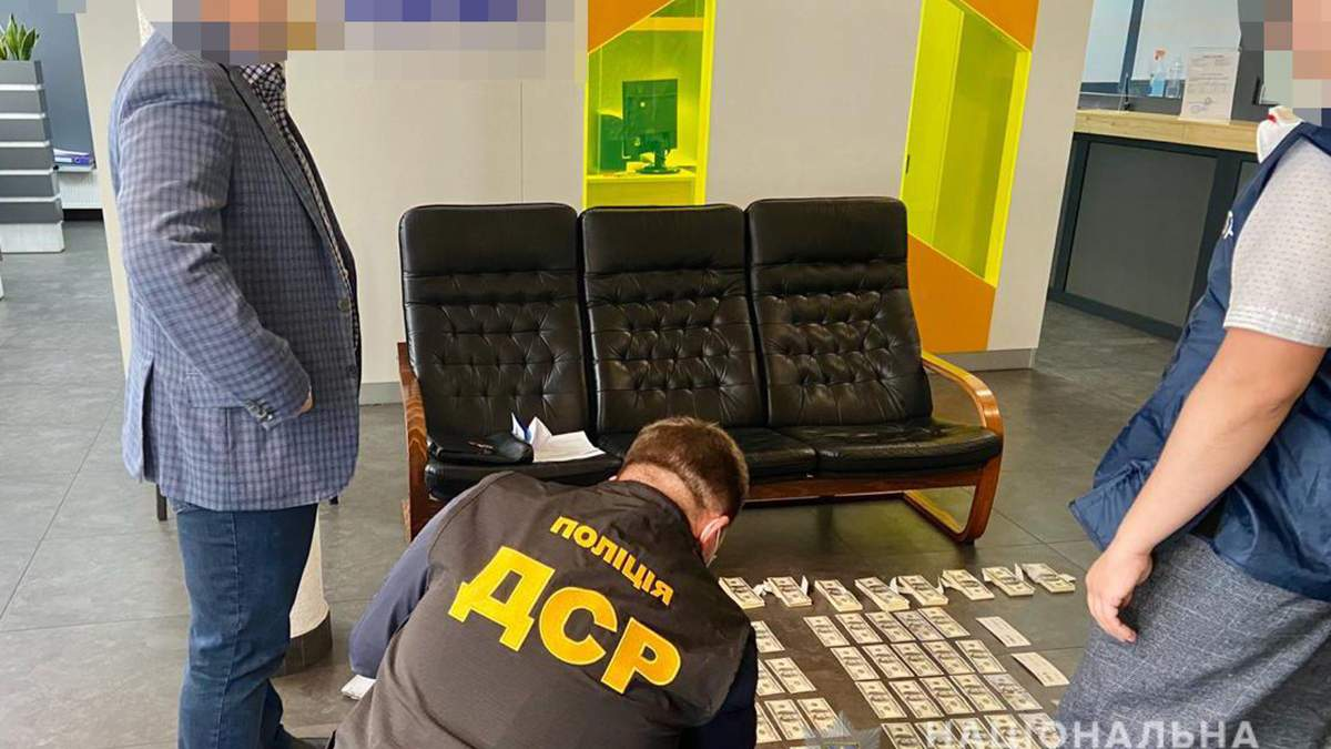 Прокурор и работника СБУ требовали 100 тысяч долларов