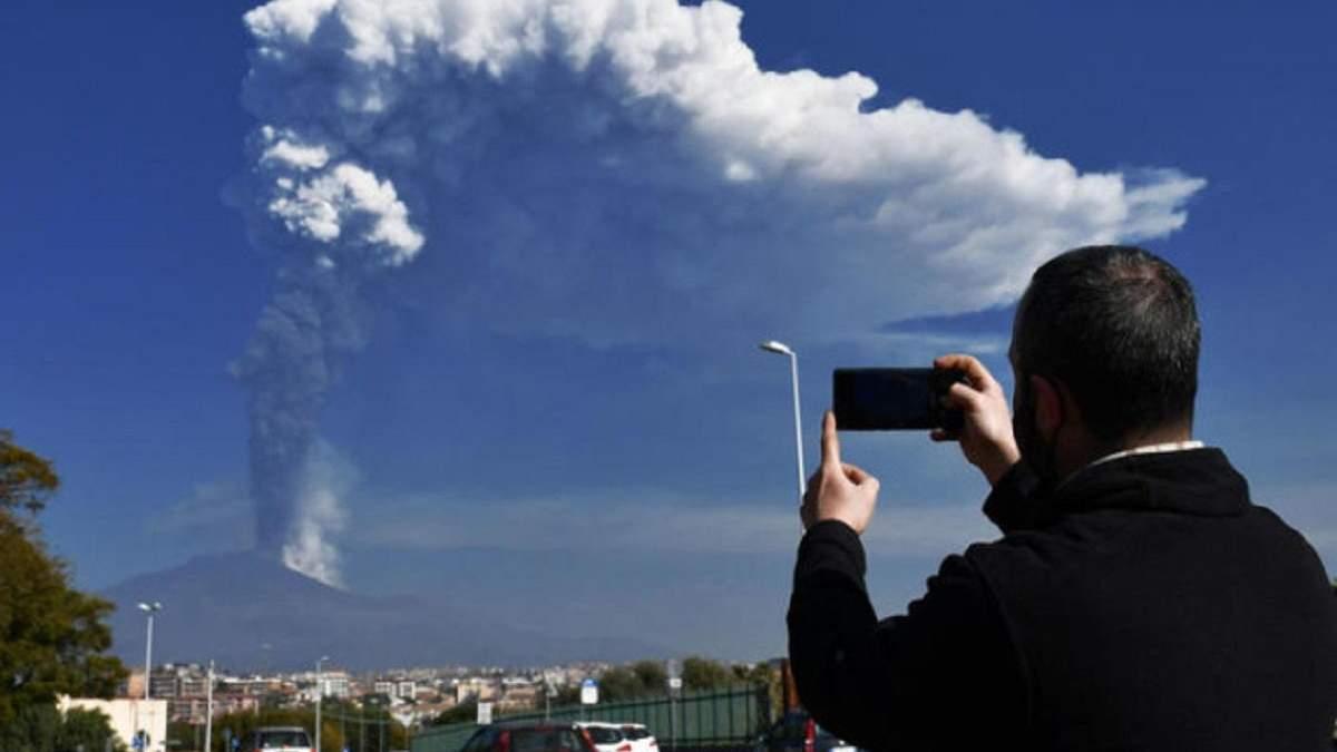 Сицилия в золе: новая волна извержения вулкана Ента - фото