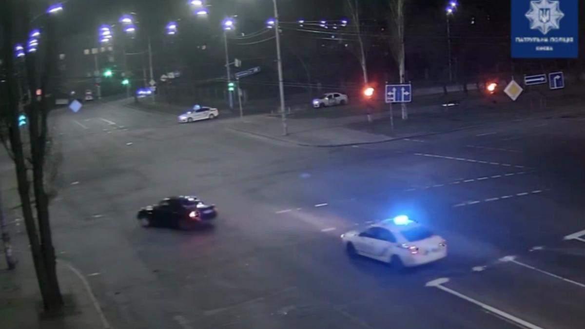 В Киеве пьяный водитель Audi убегал от полиции и устроил ДТП