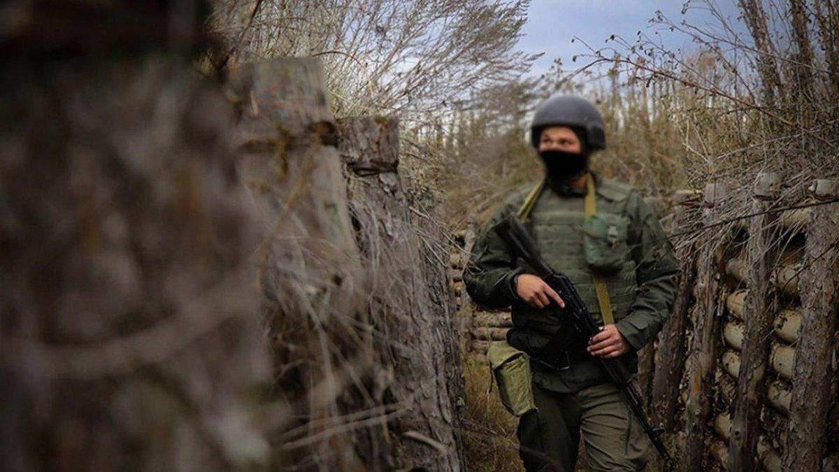 Боевики на Донбассе ранили еще одного военного