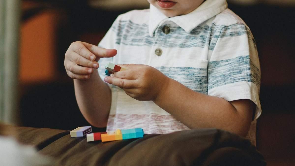 Аутизм – не хвороба: як зрозуміти, що у дитини РАС та куди звертатись
