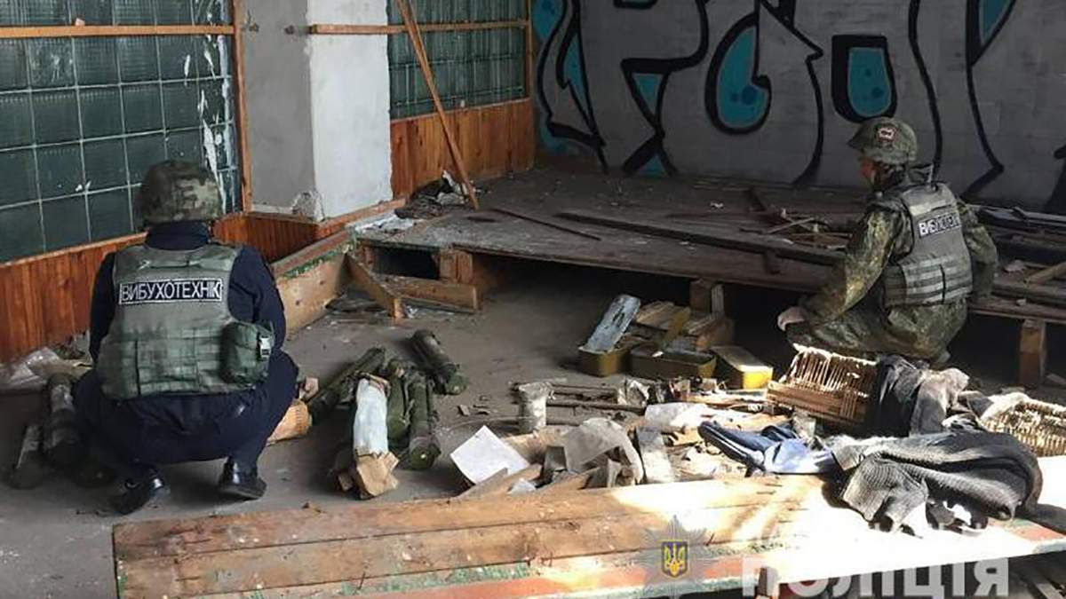 Масштабный схрон боеприпасов боевиков нашли в Мариуполе