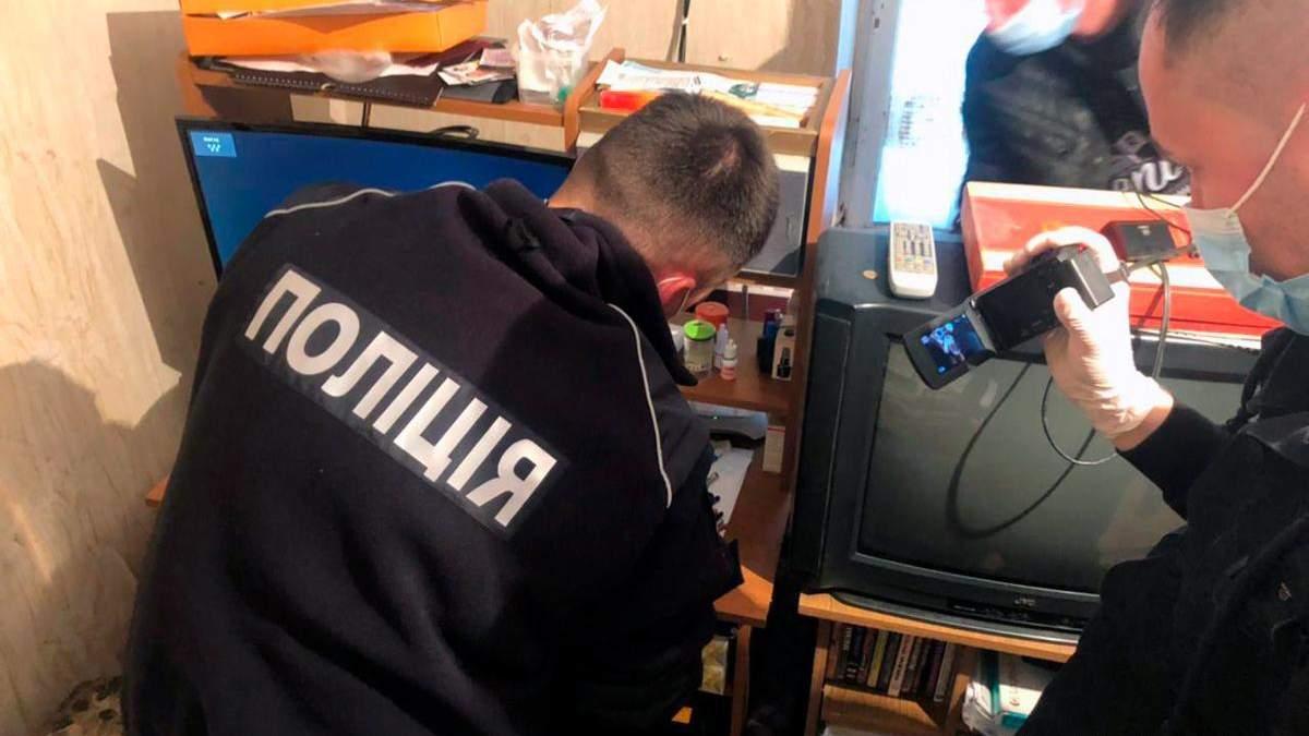 Полиция на Буковине разоблачила двух пенсионеров-педофилов