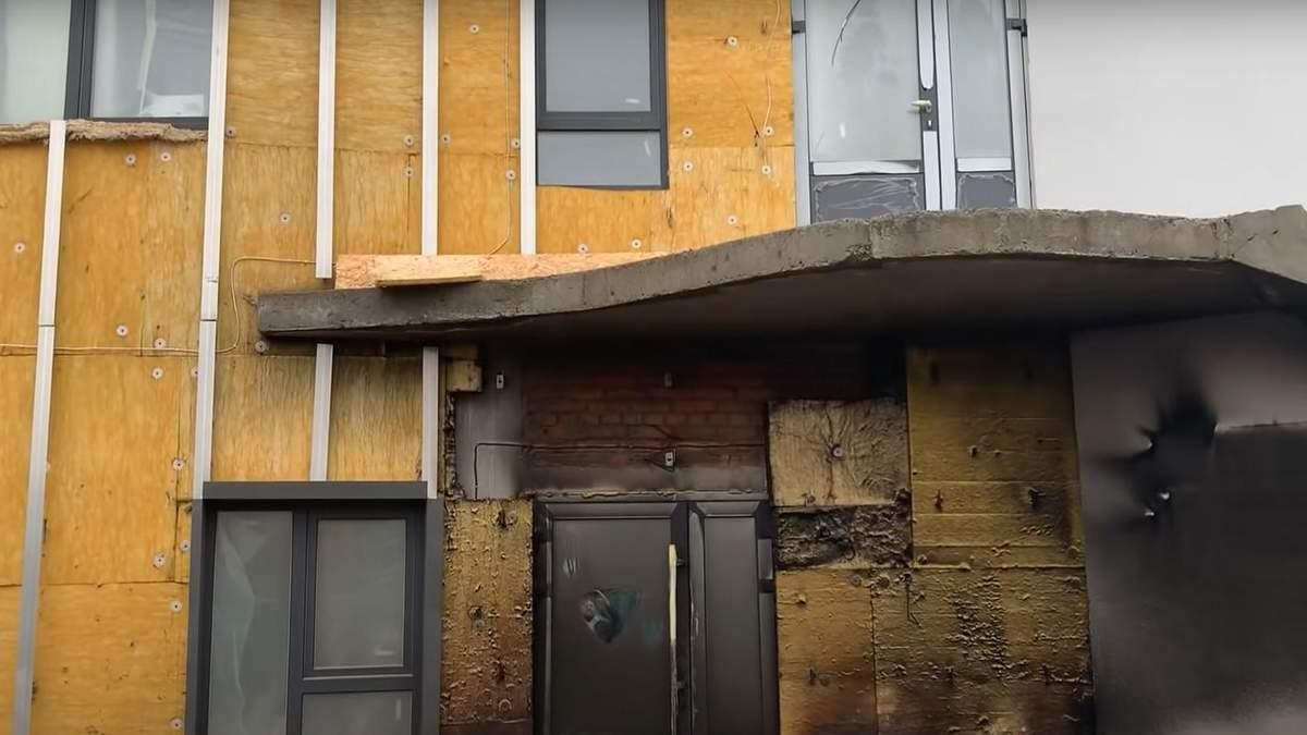 В Киеве неизвестные подожгли строение Центра помощи онкобольным детям