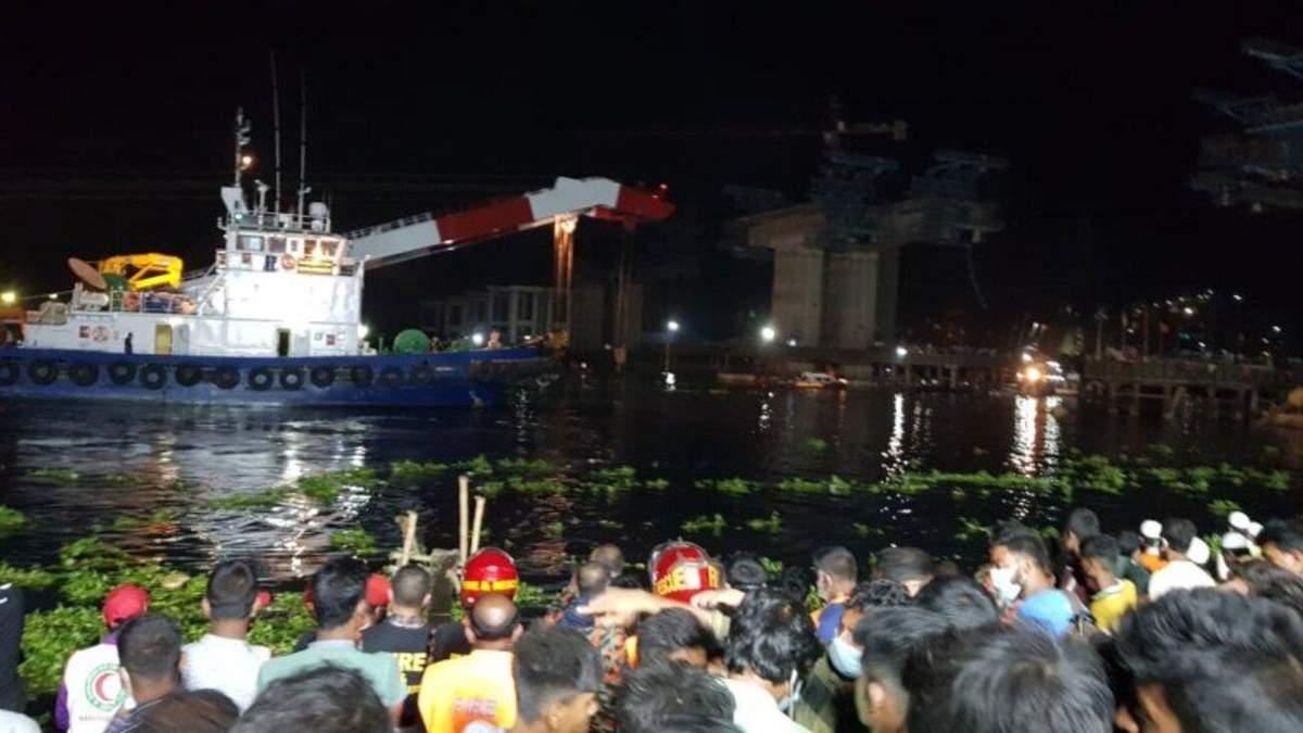 На борту були понад 50 людей: у Бангладеші затонув паром
