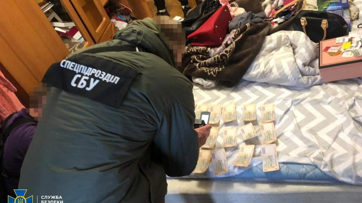 СБУ разоблачила банду, которая сбывала фальшивые евро