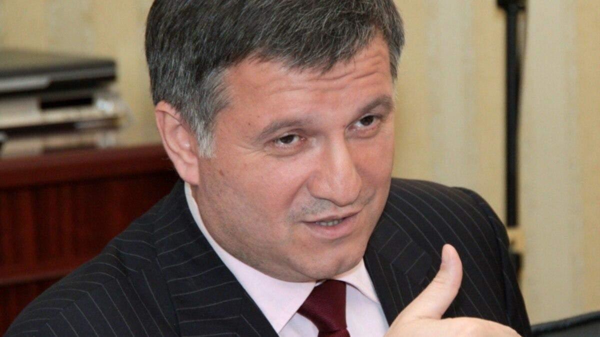 Аваков виписав понад 400 тисяч допомоги 4 керівникам поліції